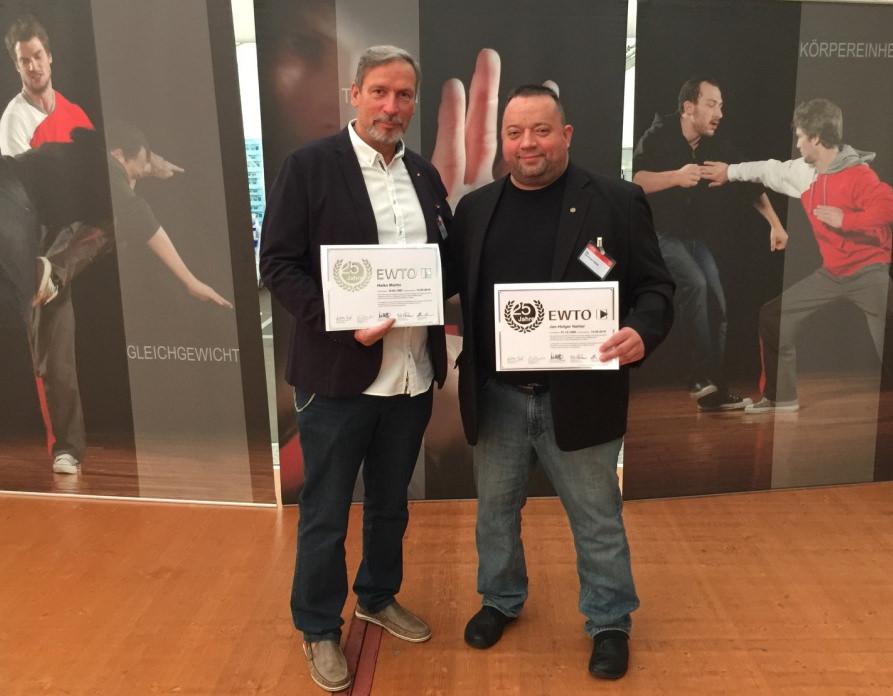 Über 25 Jahre EWTO Zugehörigkeit von Sifu Heiko Martin (29 Jahre) und Sifu Jan-Holger Nahler (27 Jahre) beim 40-Jahresjubiläum der EWTO 2016